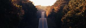 Une image de route pour illustrer l'aventure de l'indépendance